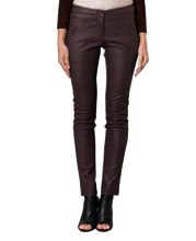 striking-yet-stretched-leather-pants