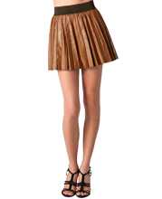 Leather skirt with astonishing pleats for bold appearance