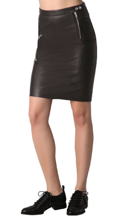 Leather skirt with rear zipper closure and surface definition
